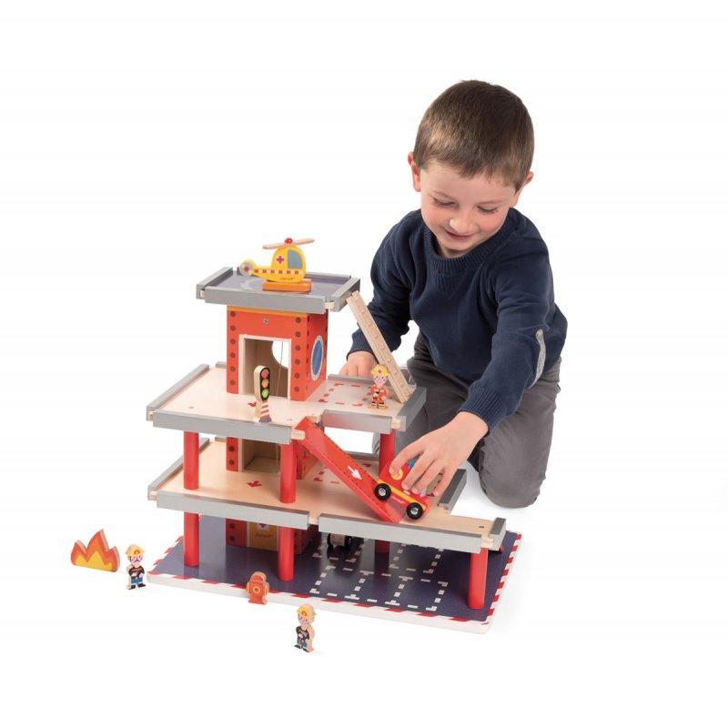 caserne de pompier jouet en bois janod. Black Bedroom Furniture Sets. Home Design Ideas