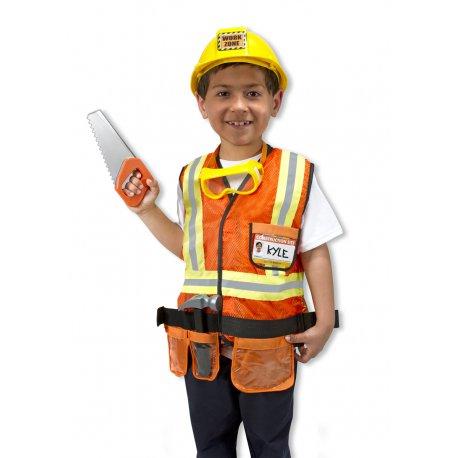 Petit garçon dans son déguisement chef de chantier