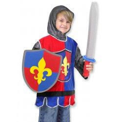 Petite fille dans son déguisement de chevalier