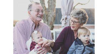 Seniors et enfants : les bienfaits des échanges intergénérationnels